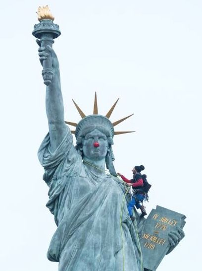 Statue of Liberty medium shot