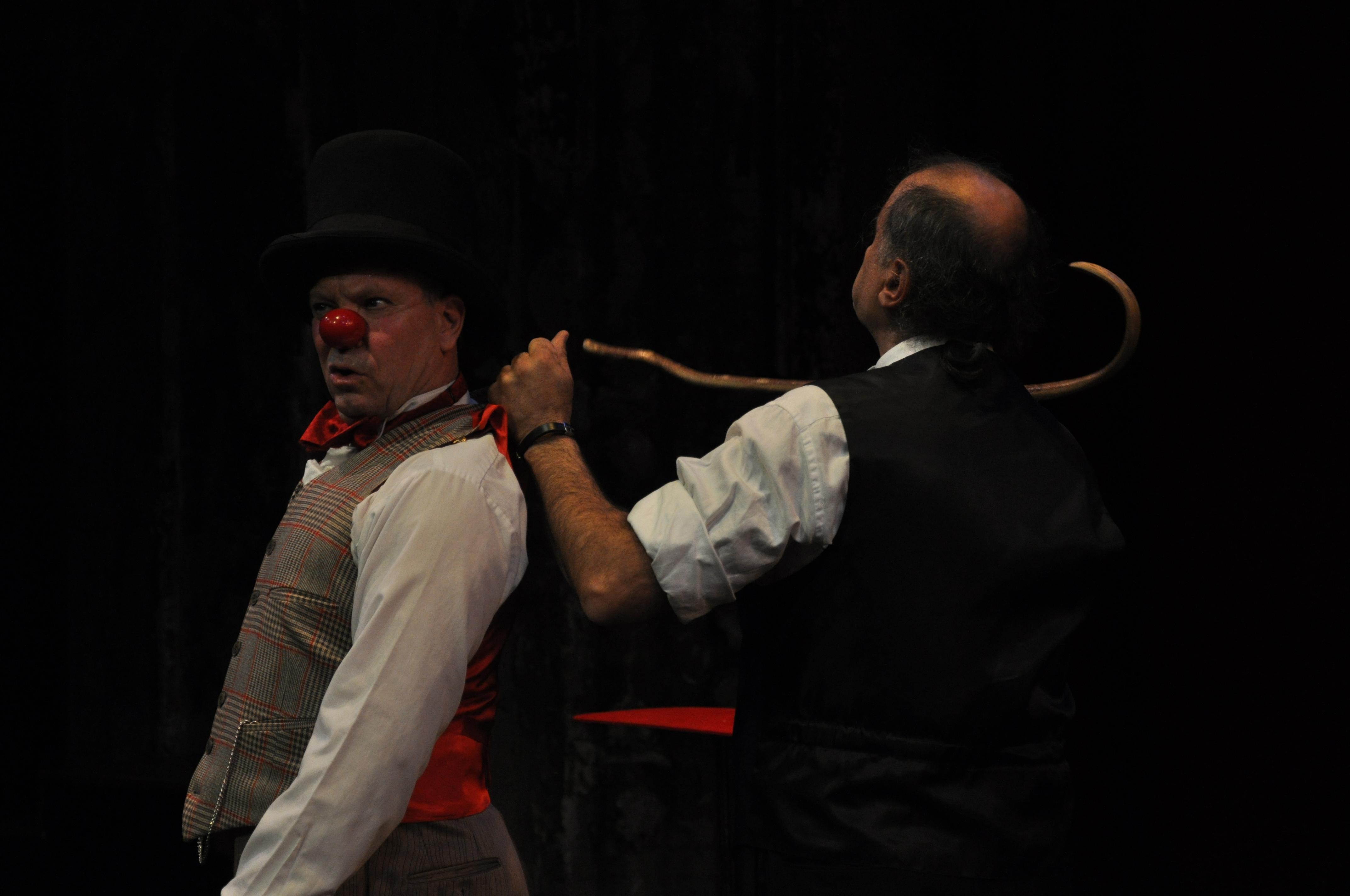 Arsene dragging Lloyd